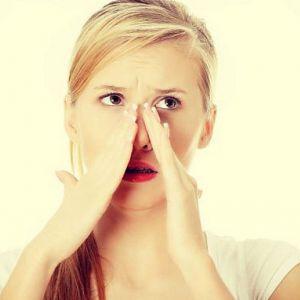 Як позбутися від мішків під очима: причини, засоби та профілактика