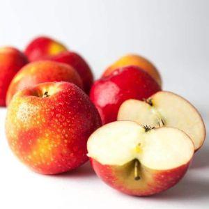 Чи можна їсти яблука на ніч?